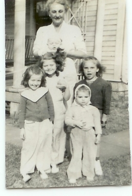 Edna Ethel Pope & my mother Johanna (front right) and her cousins)